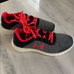 New w/o Tags grey & pink under armor girls shoes